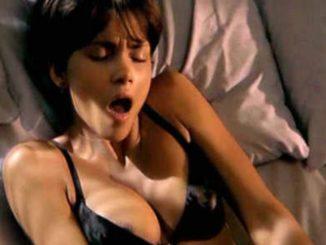 donna si masturba con dildo